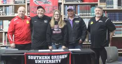 Grizzly wrestler signs to Southern Oregon University