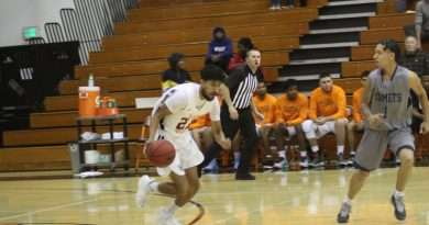 Cougars basketball picks up one win at Mendocino Tourney